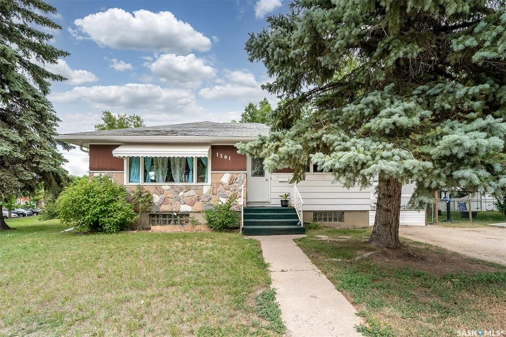 Main Photo: 1301 3rd Avenue Northwest in Moose Jaw: Central MJ Residential for sale : MLS®# SK862915
