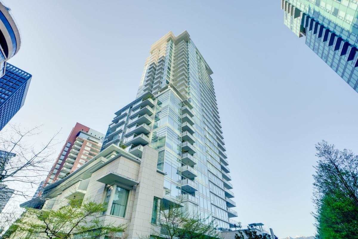 """Main Photo: 104 1139 W CORDOVA Street in Vancouver: Coal Harbour Townhouse for sale in """"HARBOUR GREEN TWO"""" (Vancouver West)  : MLS®# R2582244"""