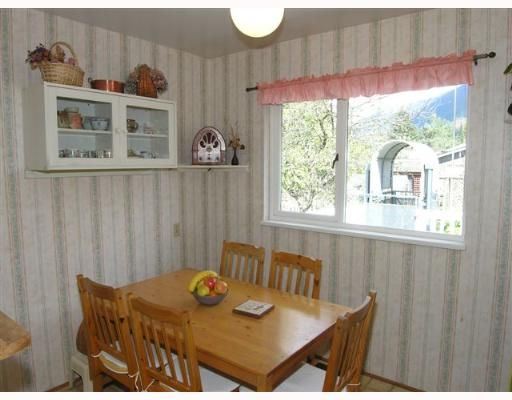 Photo 5: Photos: 274 W WINDSOR Road in North Vancouver: Upper Lonsdale House for sale : MLS®# V640851
