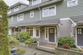 """Photo 3: 5372 LARCH Street in Vancouver: Kerrisdale Townhouse for sale in """"LARCHWOOD"""" (Vancouver West)  : MLS®# R2239584"""