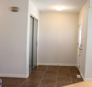 Photo 5: 160 Burrin Avenue in Winnipeg: Single Family Detached for sale (4D)  : MLS®# 1911971