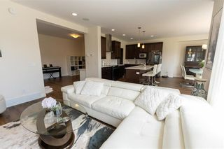 Photo 10: 212 Creekside Road in Winnipeg: Bridgwater Lakes Residential for sale (1R)  : MLS®# 202112826
