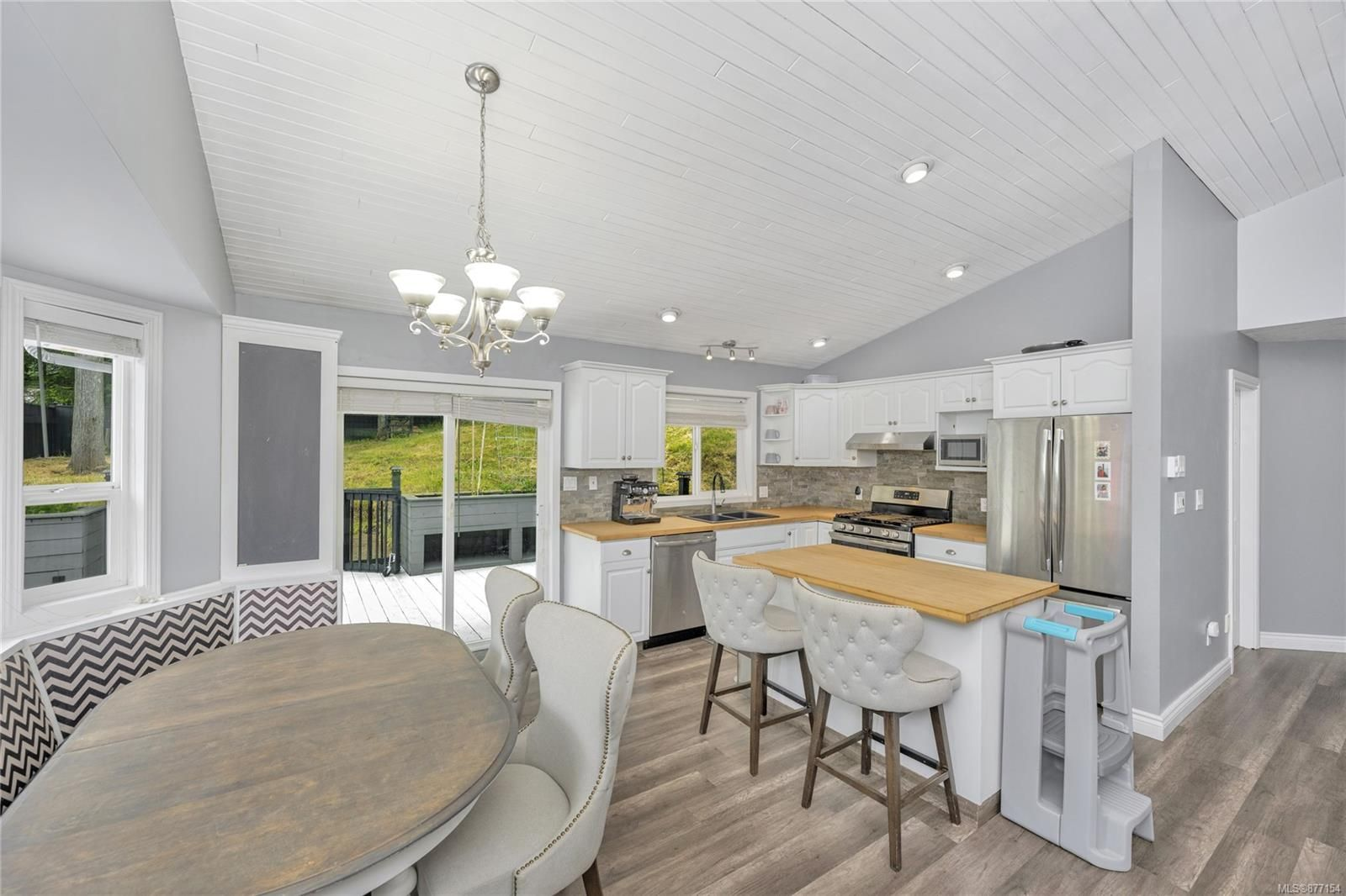Photo 4: Photos: 2376 Terrace Rd in : ML Shawnigan House for sale (Malahat & Area)  : MLS®# 877154