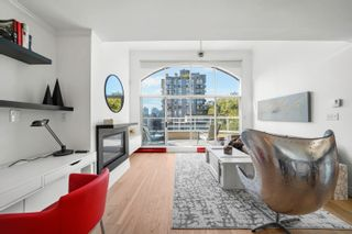 """Photo 2: PH2 950 BIDWELL Street in Vancouver: West End VW Condo for sale in """"The Barclay"""" (Vancouver West)  : MLS®# R2617906"""