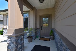 Photo 2: 866 AURORA Way in Gibsons: Gibsons & Area House for sale (Sunshine Coast)  : MLS®# R2387004