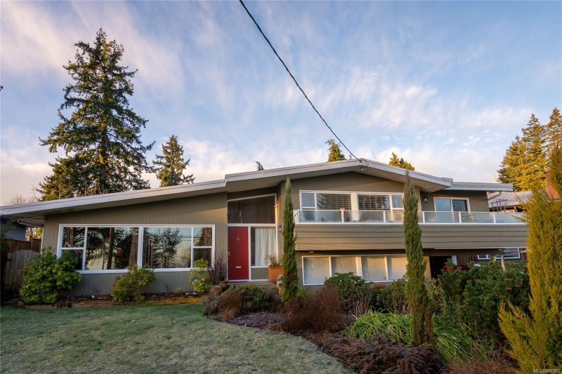 FEATURED LISTING: 2225 Departure Bay Rd