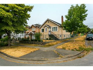 Photo 2: 297 E 46TH AV in Vancouver: Main House for sale (Vancouver East)  : MLS®# V1133840