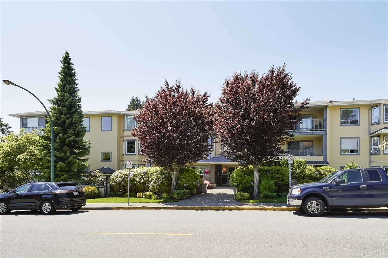 """Main Photo: 304 1459 BLACKWOOD Street: White Rock Condo for sale in """"CHARTWELL"""" (South Surrey White Rock)  : MLS®# R2393628"""