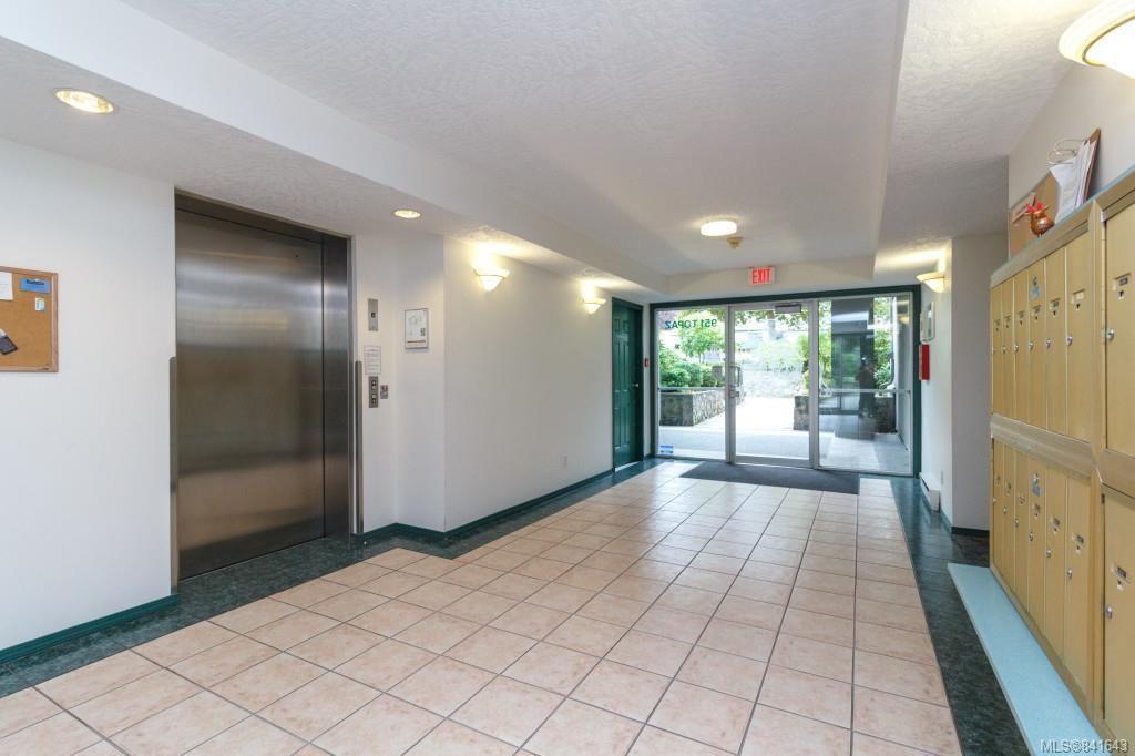 Photo 18: Photos: 408 951 Topaz Ave in Victoria: Vi Hillside Condo for sale : MLS®# 841643