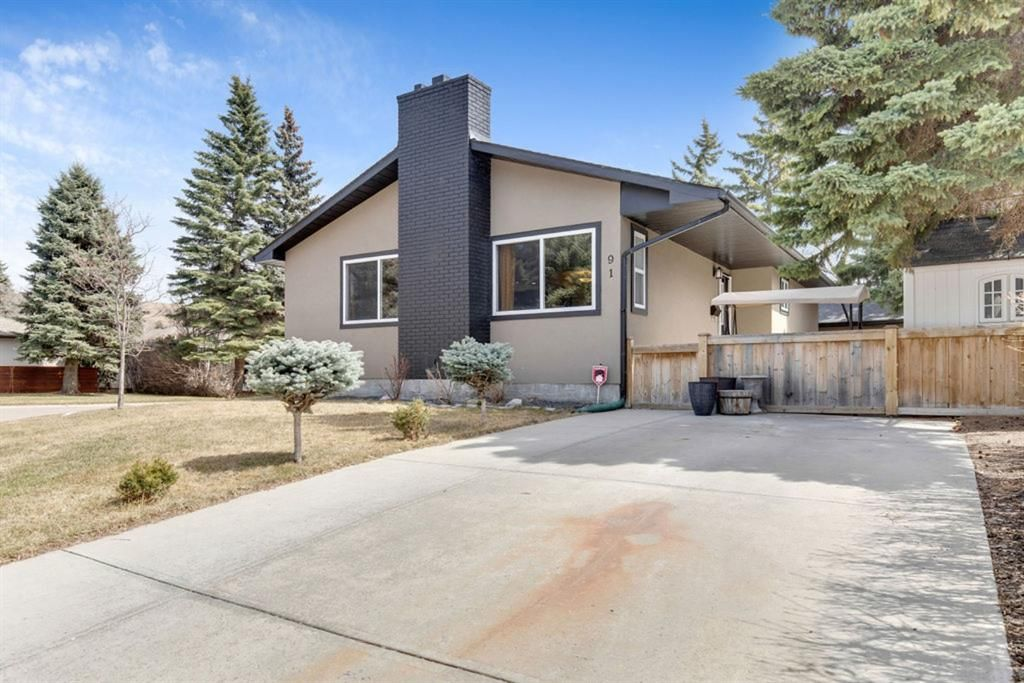 Main Photo: 91 Bennett Crescent NW in Calgary: Brentwood Detached for sale : MLS®# A1100618