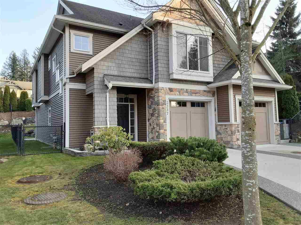 """Photo 3: Photos: 2237 CAMERON Crescent in Abbotsford: Abbotsford East House for sale in """"DEERWOOD ESTATES"""" : MLS®# R2562086"""