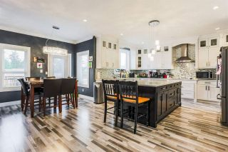 """Photo 3: 2676 CABOOSE Place in Abbotsford: Aberdeen House for sale in """"Station Hills"""" : MLS®# R2300658"""