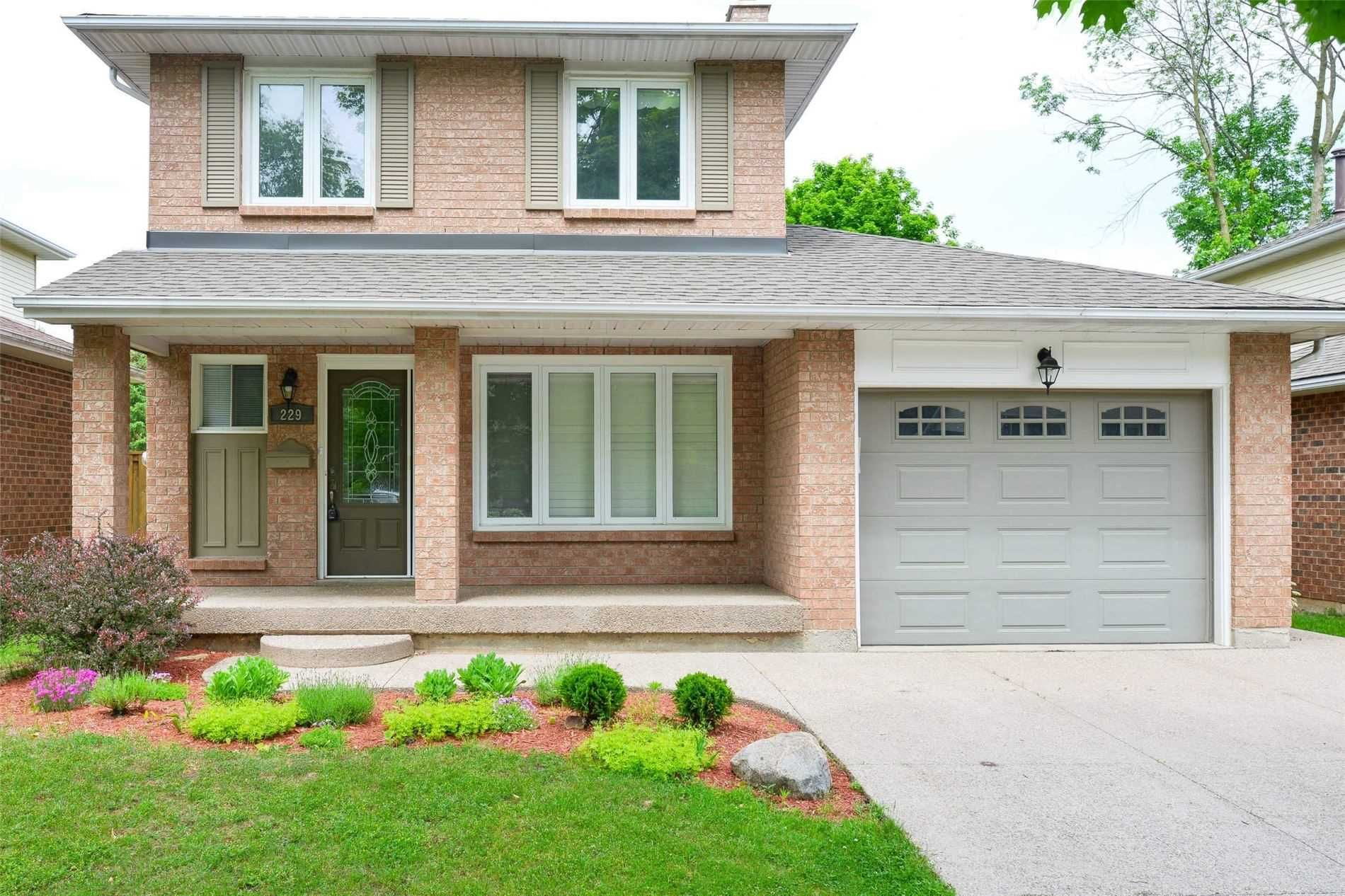 Main Photo: 229 Village Wood Road in Oakville: Bronte West House (2-Storey) for lease : MLS®# W5242624