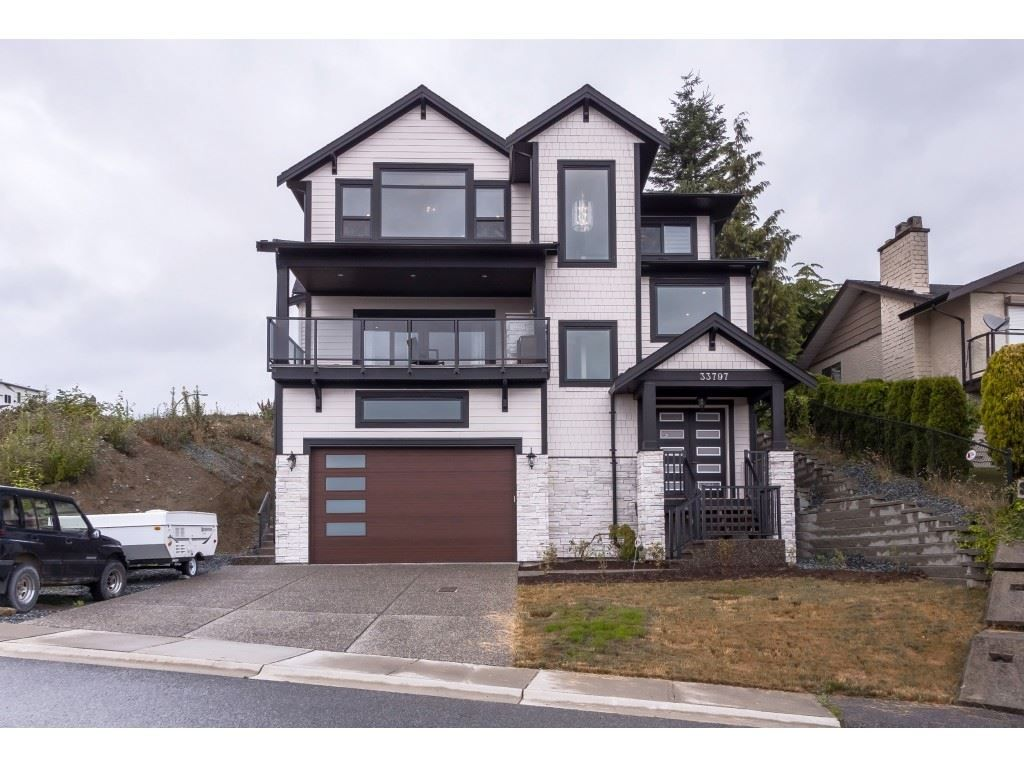 Main Photo: 33797 KNIGHT Avenue in Mission: Mission BC House for sale : MLS®# R2474050