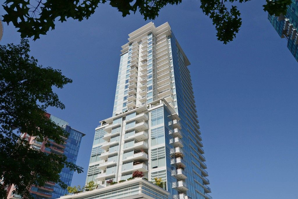 """Main Photo: 802 1139 W CORDOVA Street in Vancouver: Coal Harbour Condo for sale in """"TWO HARBOUR GREEN"""" (Vancouver West)  : MLS®# V1082204"""
