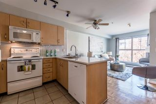 """Photo 1: 311 332 LONSDALE Avenue in North Vancouver: Lower Lonsdale Condo for sale in """"The Calypso"""" : MLS®# R2214672"""