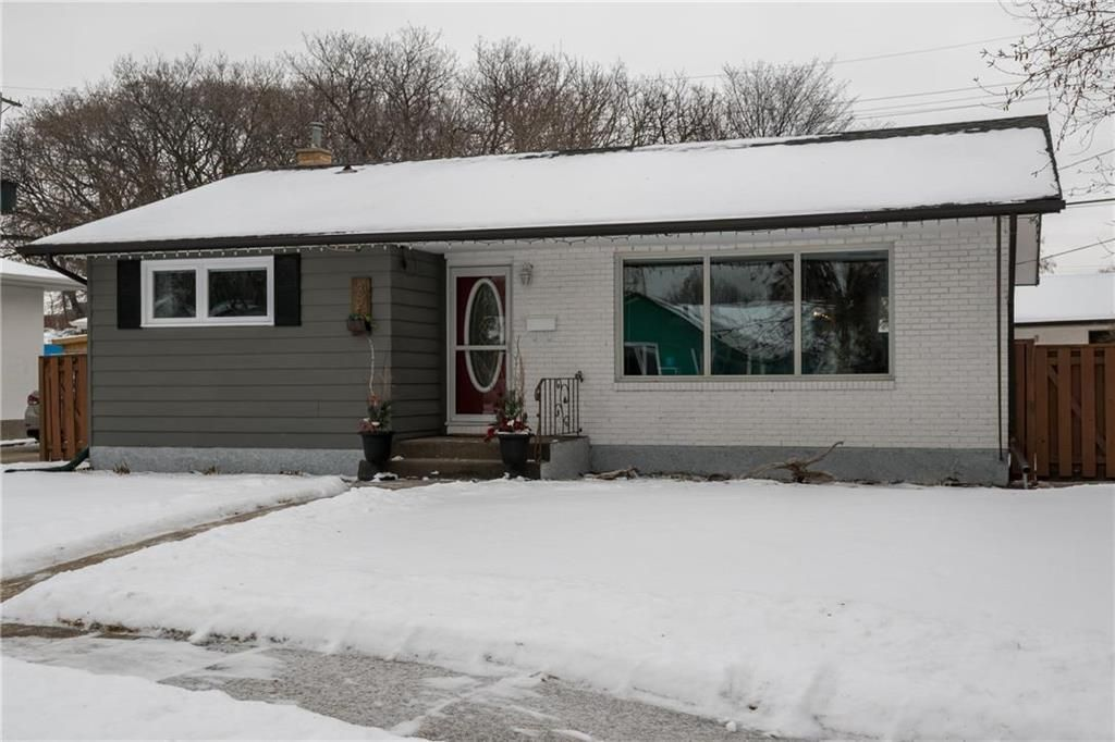 Main Photo: 32 Westdale Place in Winnipeg: Residential for sale (2C)  : MLS®# 202000354