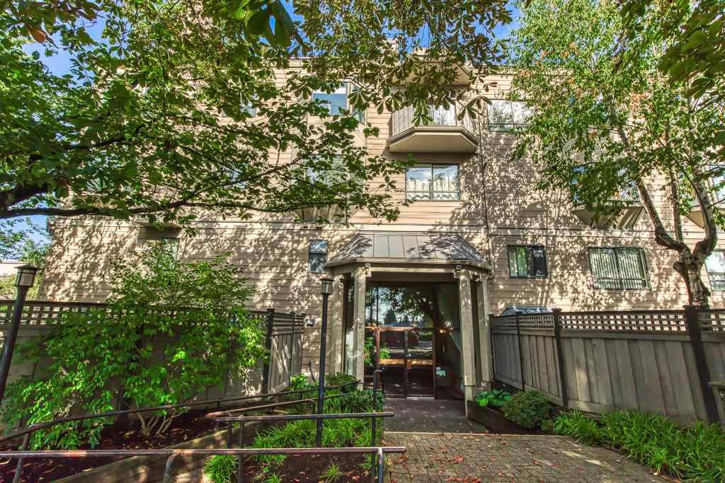 """Main Photo: 409 777 EIGHTH Street in New Westminster: Uptown NW Condo for sale in """"MOODY GARDENS"""" : MLS®# R2408757"""