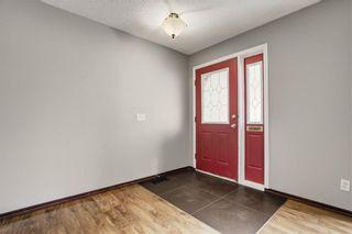 Photo 3: 304 QUEEN ANNE Way SE in Calgary: Queensland House for sale : MLS®# C4178496