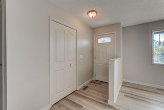 Photo 3: 236 QUEEN CHARLOTTE Way SE in Calgary: Queensland Detached for sale : MLS®# A1025137