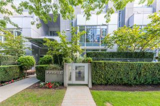 "Main Photo: 1225 W CORDOVA Street in Vancouver: Coal Harbour Townhouse for sale in ""CARINA"" (Vancouver West)  : MLS®# R2489547"