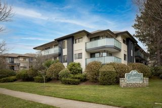 Photo 1: 202 3900 Shelbourne St in : SE Cedar Hill Condo for sale (Saanich East)  : MLS®# 866490