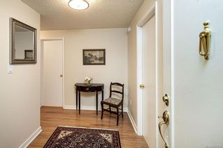 Photo 3: 101 2125 Oak Bay Ave in Oak Bay: OB South Oak Bay Condo for sale : MLS®# 837058