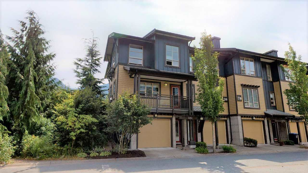 """Main Photo: 1282 STONEMOUNT Place in Squamish: Downtown SQ Townhouse for sale in """"Streams at Eaglewind"""" : MLS®# R2481347"""