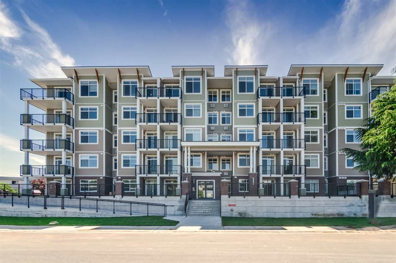 "Main Photo: 305 20696 EASTLEIGH Crescent in Langley: Langley City Condo for sale in ""The Georgia"" : MLS®# R2450545"