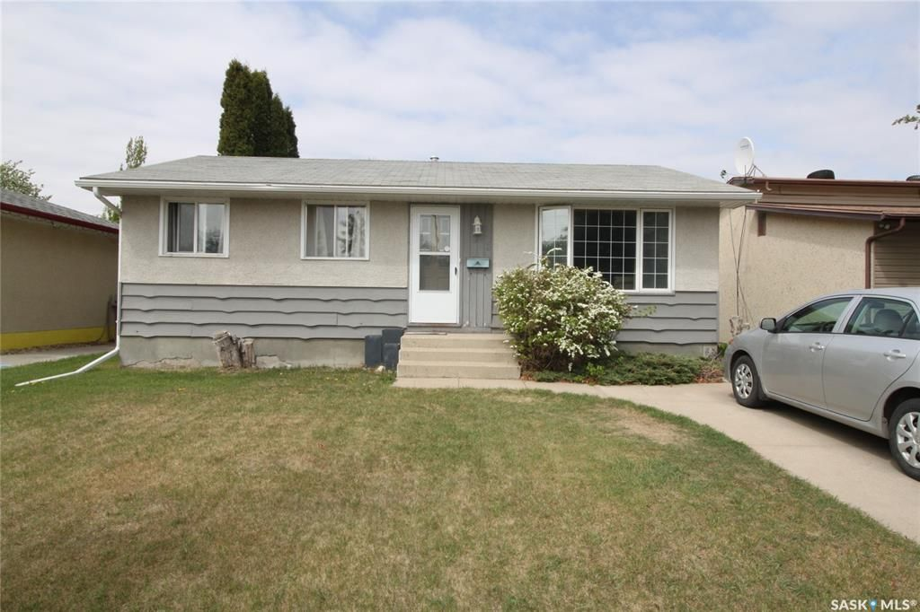 Main Photo: 813 Macklem Drive in Saskatoon: Massey Place Residential for sale : MLS®# SK856096