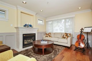 Photo 2: 953 W 15TH Avenue in Vancouver: Fairview VW 1/2 Duplex for sale (Vancouver West)  : MLS®# R2410098