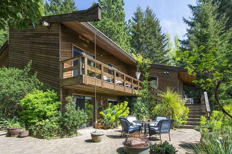 FEATURED LISTING: 1695 COTTAGE Way Galiano Island