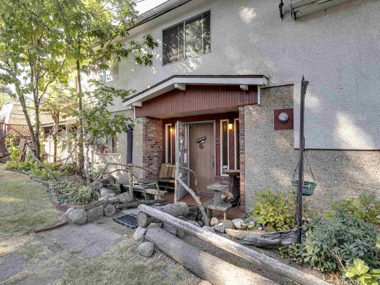 """Photo 11: Photos: 2796 E 4TH Avenue in Vancouver: Renfrew VE House for sale in """"Renfrew Heights"""" (Vancouver East)  : MLS®# R2496647"""