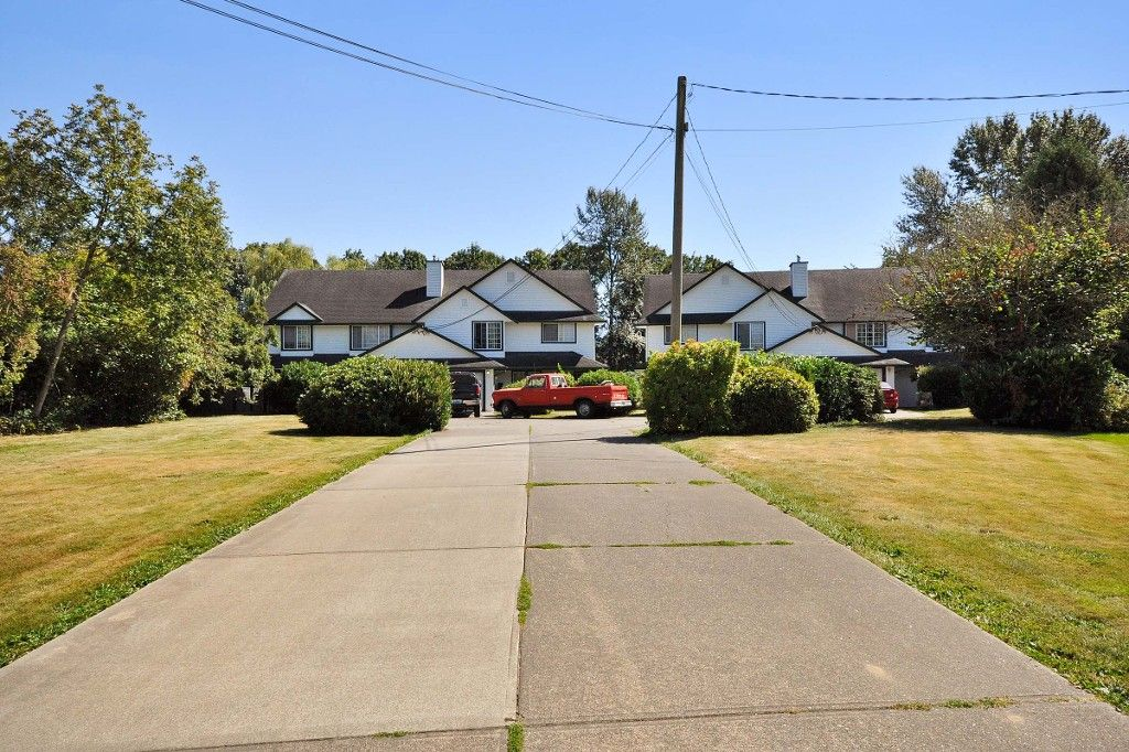 Main Photo: 2 1 - 45330 PARK Drive in Chilliwack: Chilliwack W Young-Well Duplex for sale : MLS®# R2101859