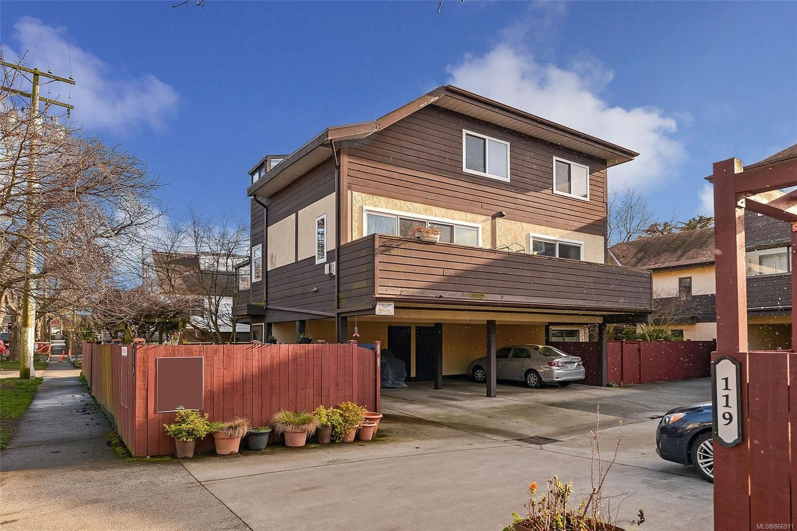 Main Photo: 101 119 Ladysmith St in : Vi James Bay Row/Townhouse for sale (Victoria)  : MLS®# 866911