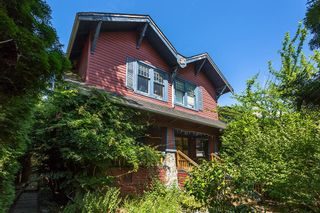 Photo 3: 2543 BALACLAVA Street in Vancouver: Kitsilano House for sale (Vancouver West)  : MLS®# R2604068