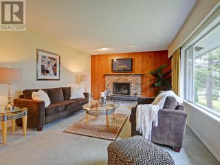 Photo 2: 9252 West Saanich Road in North Saanich: House for sale : MLS®# 375505