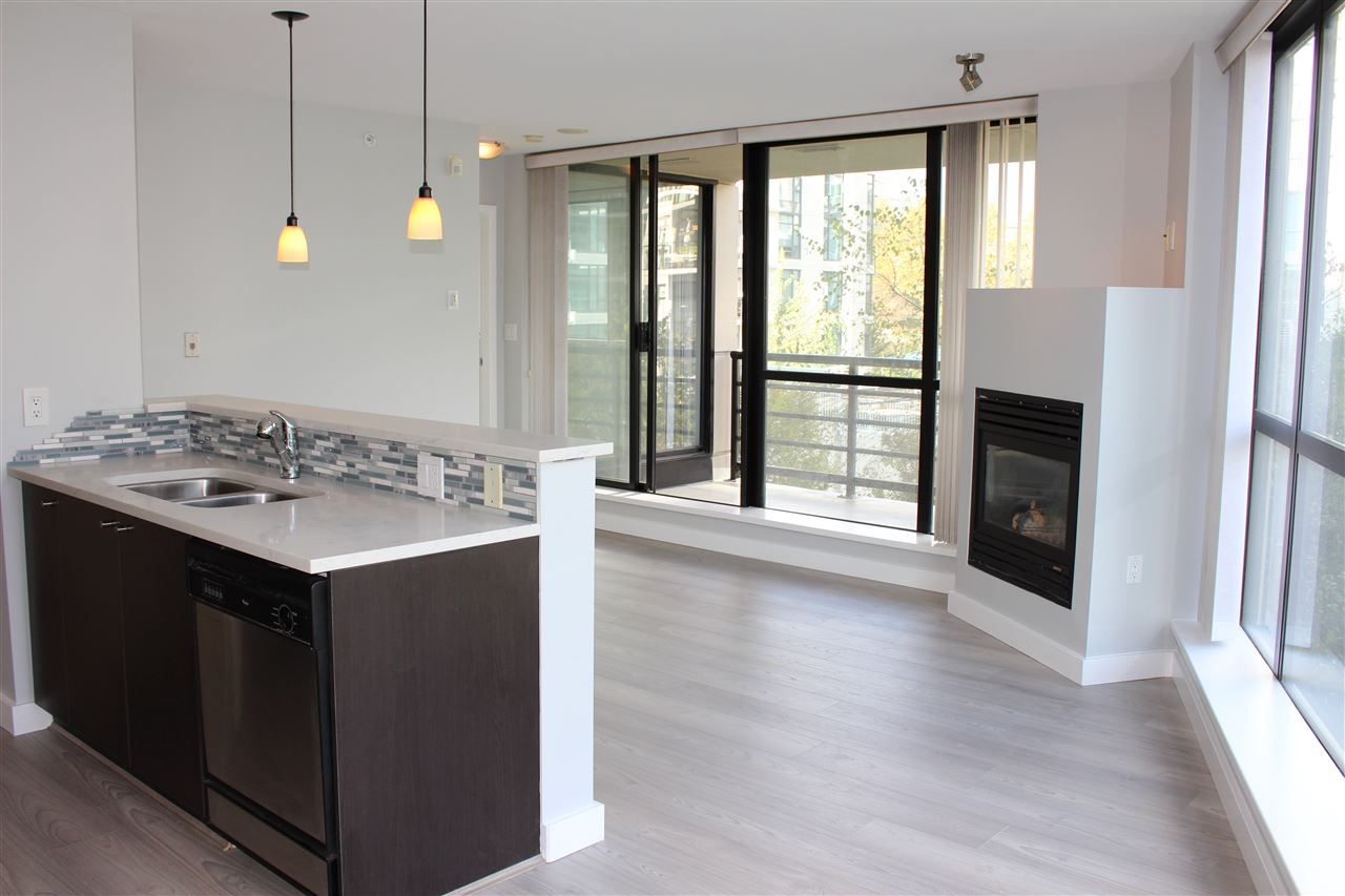"Main Photo: 501 124 W 1ST Street in North Vancouver: Lower Lonsdale Condo for sale in ""THE Q"" : MLS®# R2115647"