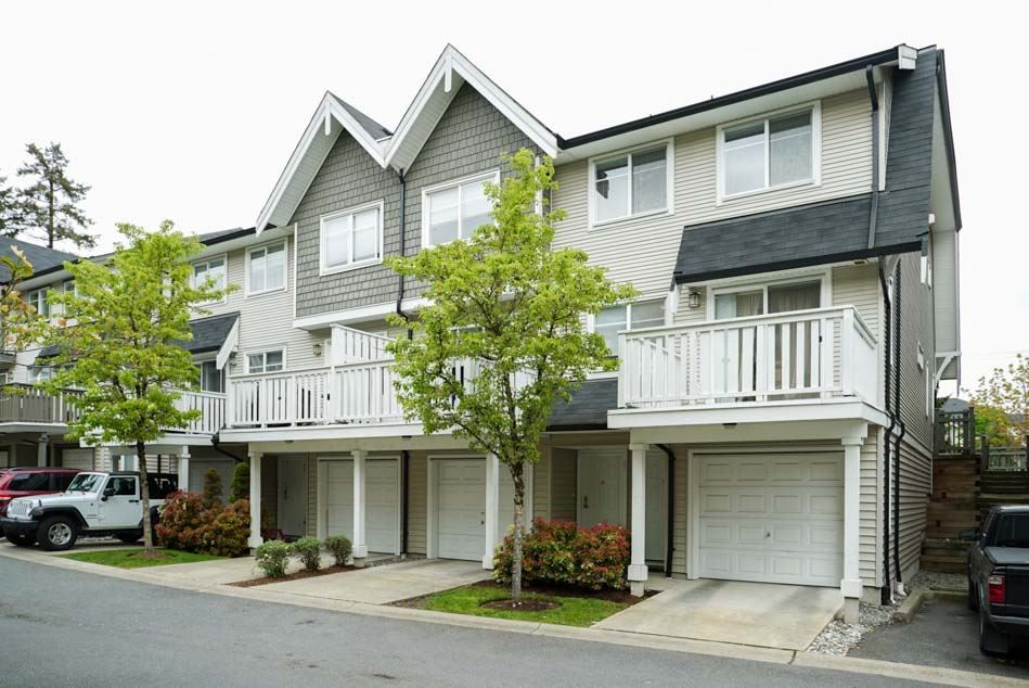 "Main Photo: 30 15871 85 Avenue in Surrey: Fleetwood Tynehead Townhouse for sale in ""HUCKE BERRY"" : MLS®# R2055937"