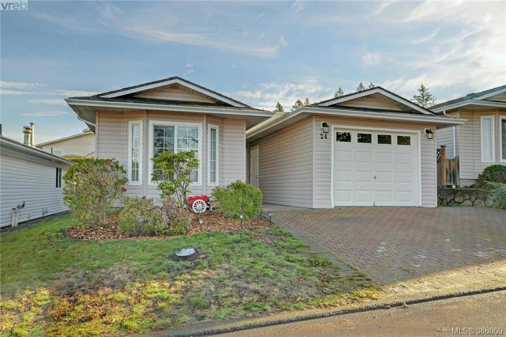 Main Photo: 24 Eagle Lane in VICTORIA: VR Glentana Manufactured Home for sale (View Royal)  : MLS®# 775804