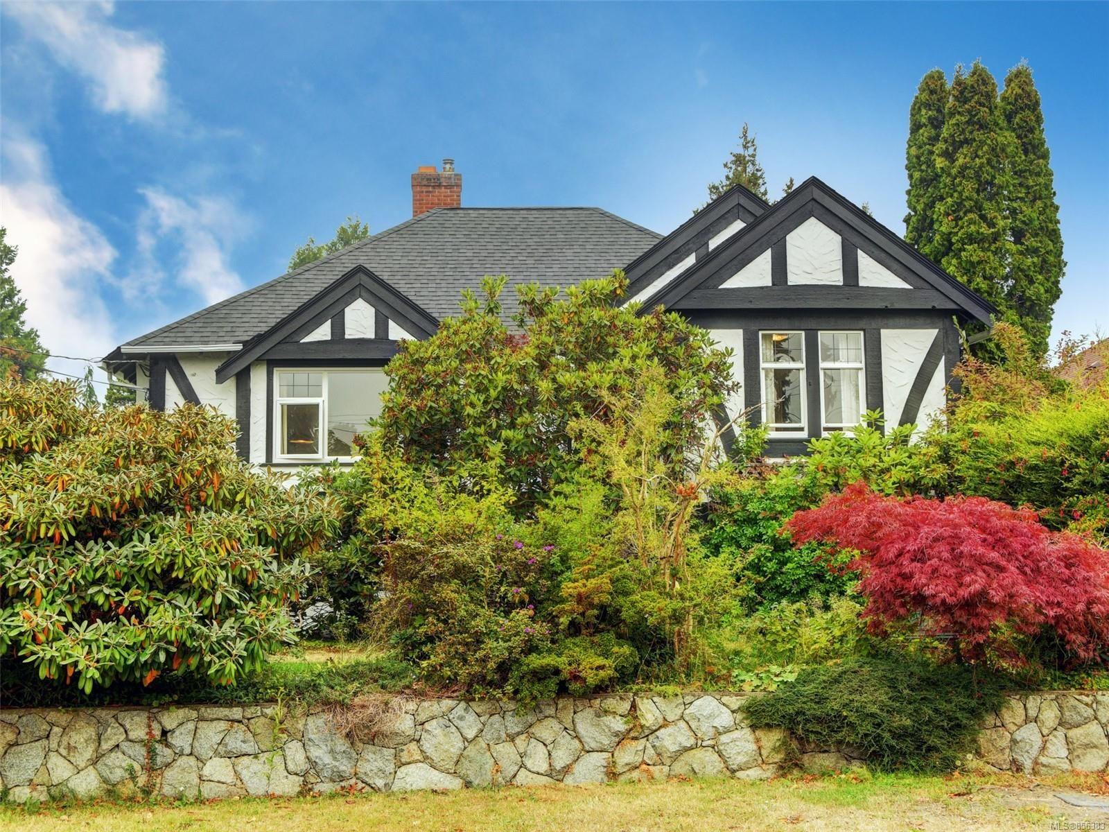 Main Photo: 2396 Heron St in : OB Estevan House for sale (Oak Bay)  : MLS®# 856383