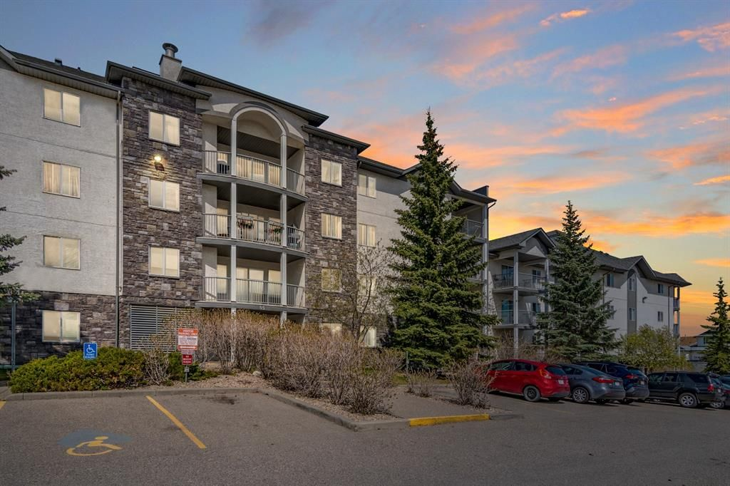 Main Photo: 206 55 Arbour Grove Close NW in Calgary: Arbour Lake Apartment for sale : MLS®# A1107182
