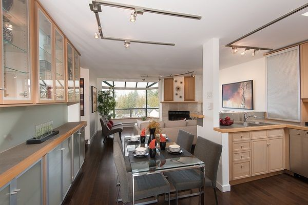 """Main Photo: 19 939 W 7TH Avenue in Vancouver: Fairview VW Townhouse for sale in """"Meridian Court"""" (Vancouver West)  : MLS®# R2031711"""
