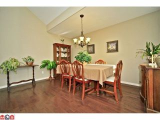 """Photo 3: 102 4001 OLD CLAYBURN Road in Abbotsford: Abbotsford East Townhouse for sale in """"CEDAR SPRINGS"""" : MLS®# F1306251"""
