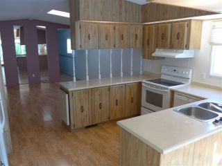 """Photo 7: 29 2120 KING GEORGE Boulevard in Surrey: King George Corridor Manufactured Home for sale in """"Five Oaks Park"""" (South Surrey White Rock)  : MLS®# R2485760"""