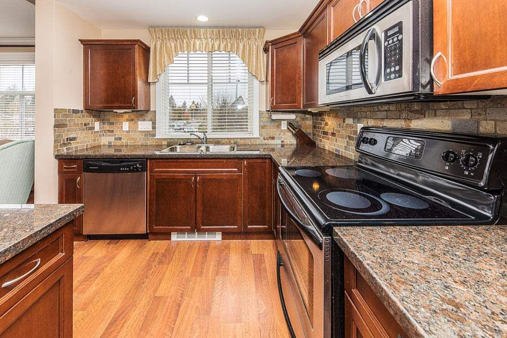 Photo 8: Photos: 211 33338 MAYFAIR Avenue in Abbotsford: Central Abbotsford Condo for sale : MLS®# R2327963