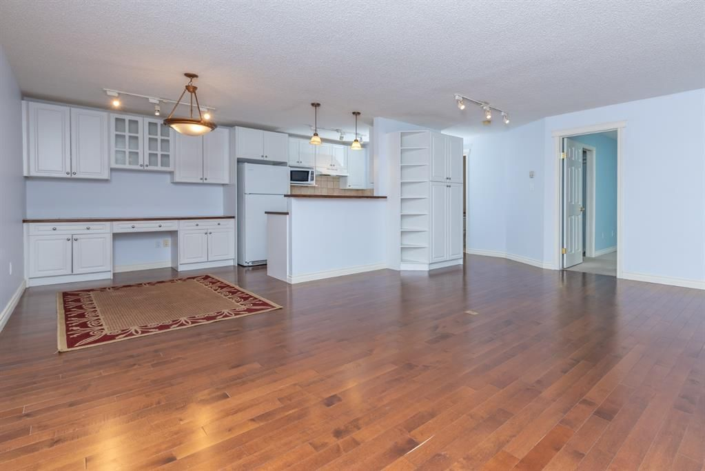 Main Photo: 408 550 Westwood Drive SW in Calgary: Westgate Apartment for sale : MLS®# A1059889