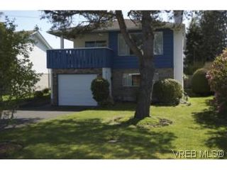 Photo 1: 1615 Hawthorne St in VICTORIA: SE Gordon Head House for sale (Saanich East)  : MLS®# 535961