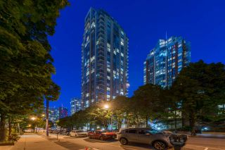 """Photo 1: 1403 928 RICHARDS Street in Vancouver: Yaletown Condo for sale in """"THE SAVOY"""" (Vancouver West)  : MLS®# R2461037"""