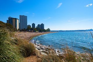 """Photo 2: 1101 1835 MORTON Avenue in Vancouver: West End VW Condo for sale in """"OCEAN TOWERS"""" (Vancouver West)  : MLS®# R2613716"""